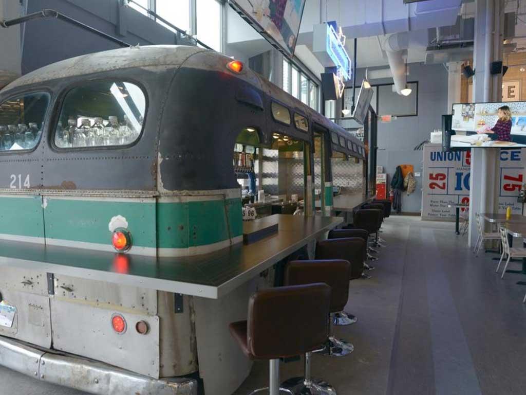 bus-stop-burgers-food-truck-bar