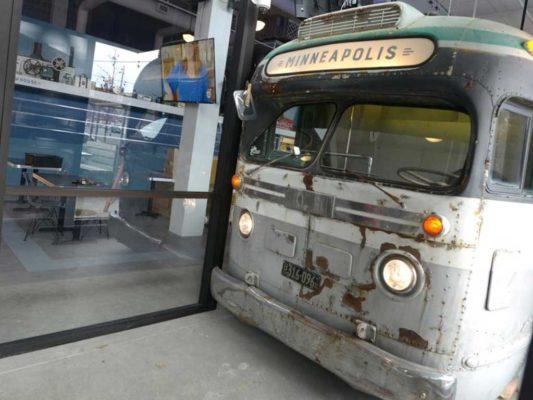 bus-stop-burgers-sidewalk-bus-bar